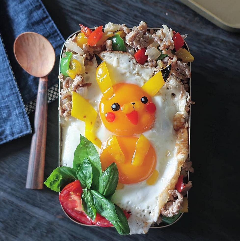ovos fritos obra de arte 5 - Essa mãe japonesa faz belas obras de arte com ovos fritos