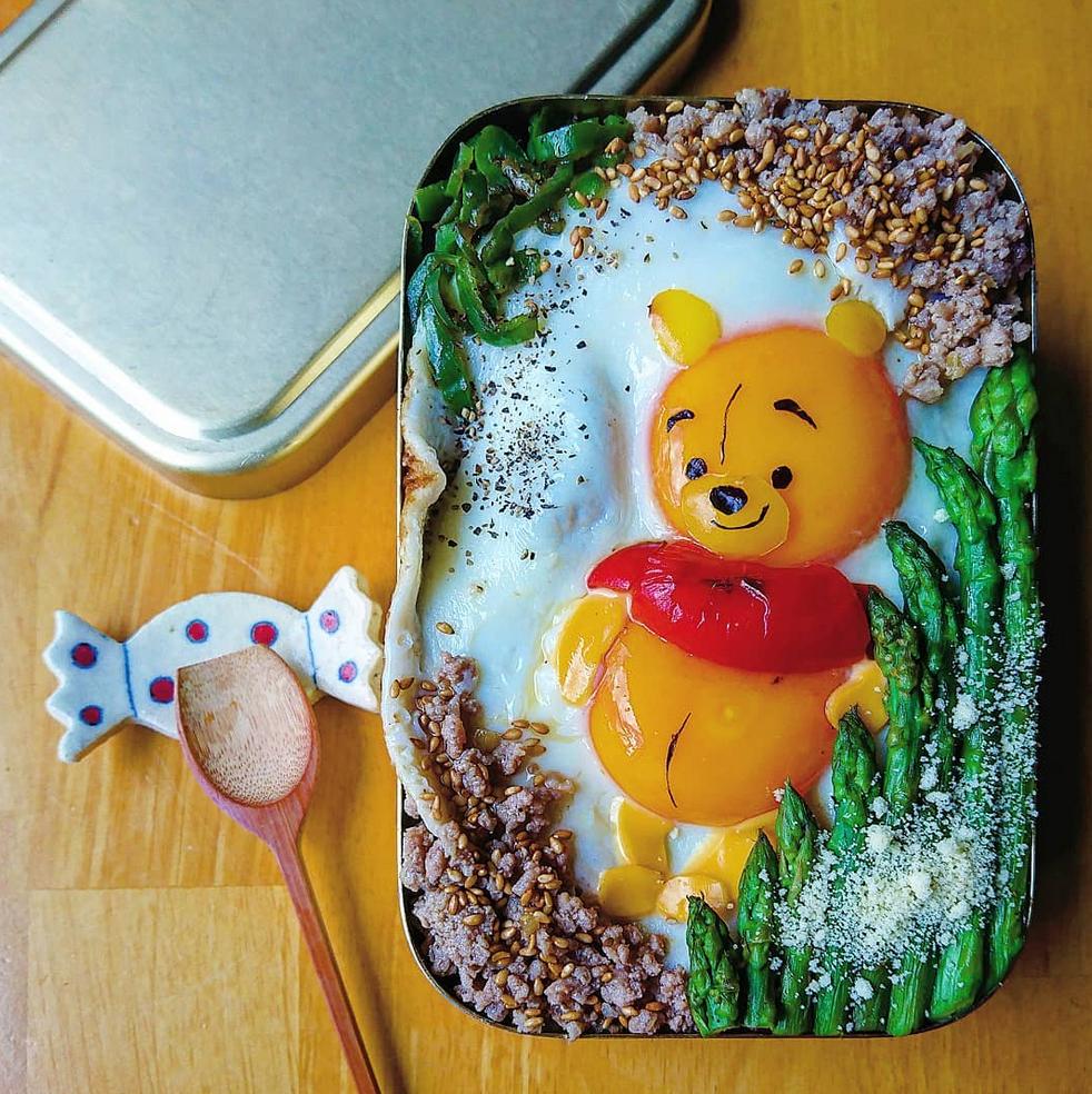 ovos fritos obra de arte 8 - Essa mãe japonesa faz belas obras de arte com ovos fritos