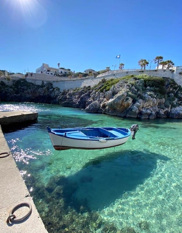 """ciro - Barcos parecem """"voar"""" em rios cristalinos na Itália"""