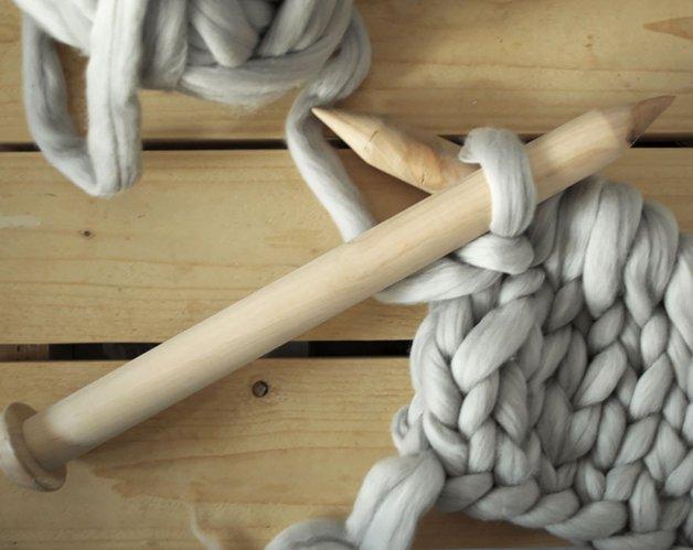 giant super chunky wool knitwear blankets anna mo 11 - Este tricô gigante era tudo o que você precisava para ser mais feliz hoje