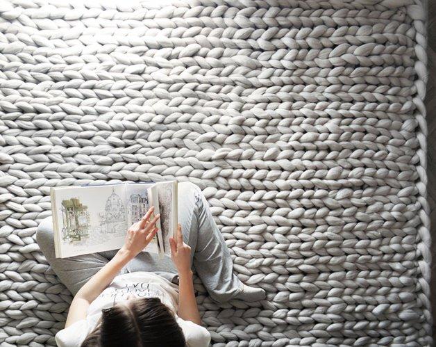 giant super chunky wool knitwear blankets anna mo 13 - Este tricô gigante era tudo o que você precisava para ser mais feliz hoje