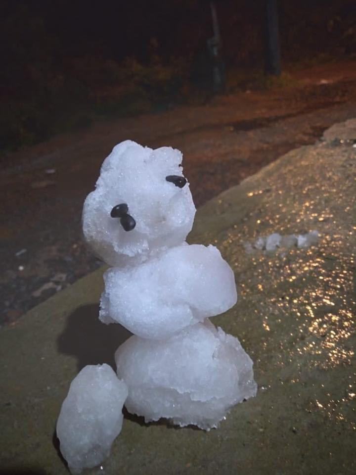 "olafcherno - Bonecos de neve no Brasil viralizam pela feiura: ""Olaf Chernobyl"""