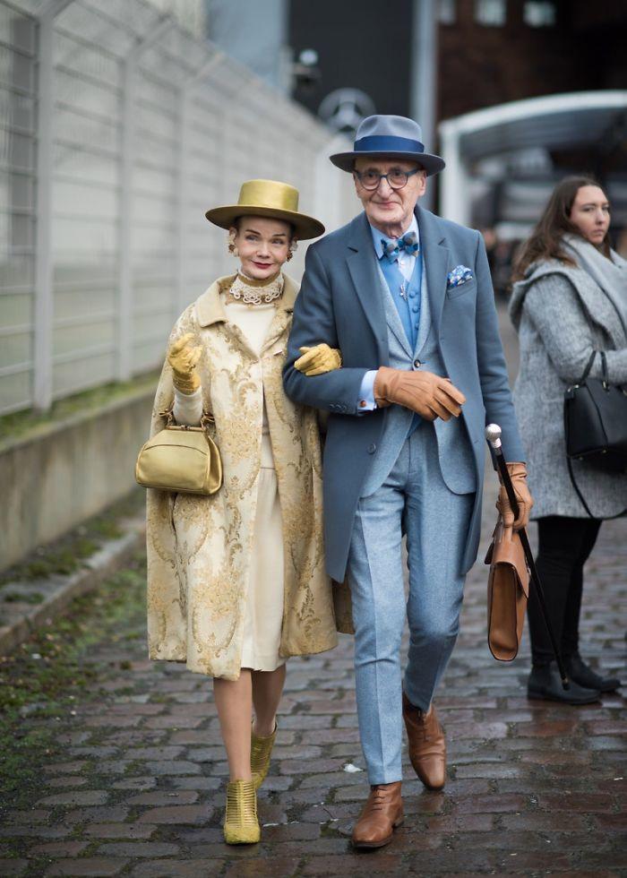 casal1 - Casal de idosos vira ícone de moda ao sair para passear sempre com estilo