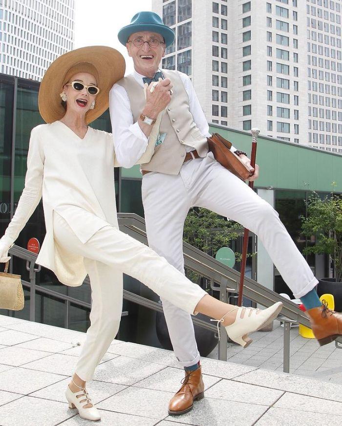 casal3 - Casal de idosos vira ícone de moda ao sair para passear sempre com estilo