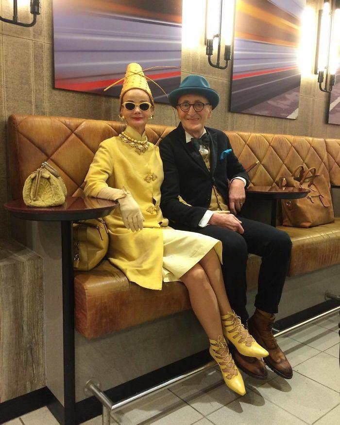 casal4 - Casal de idosos vira ícone de moda ao sair para passear sempre com estilo