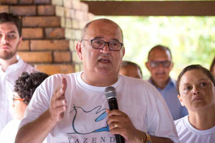 celio luiz barboza fazenda da paz002 - Ex-traficante e padre unem forças para criar um centro de reabilitação no Brasil. Sua missão é ajudar