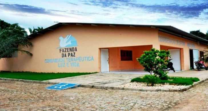 celio luiz barboza fazenda da paz003 - Ex-traficante e padre unem forças para criar um centro de reabilitação no Brasil. Sua missão é ajudar