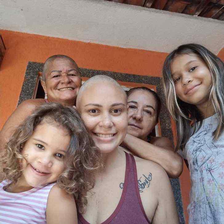 euluuciana 140507227 804760040079589 1157640607742426856 n - Mãe raspa o cabelo para acompanhar filha com câncer. A jovem não conseguiu conter as lágrimas