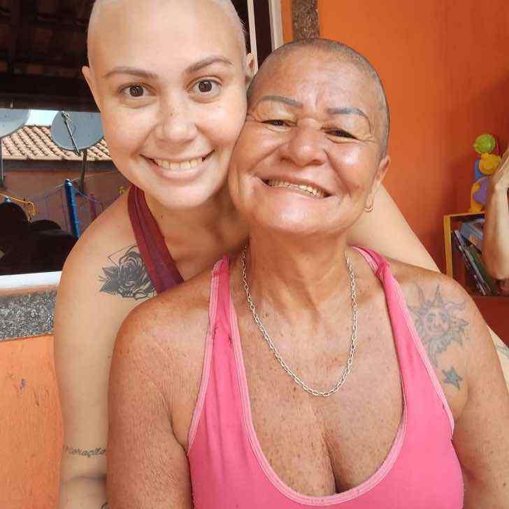 euluuciana 141133570 163516851930802 1370313943380568638 n - Mãe raspa o cabelo para acompanhar filha com câncer. A jovem não conseguiu conter as lágrimas