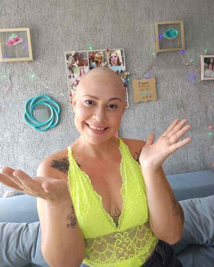 euluuciana 141673637 151932946584143 4764855244867231181 n - Mãe raspa o cabelo para acompanhar filha com câncer. A jovem não conseguiu conter as lágrimas