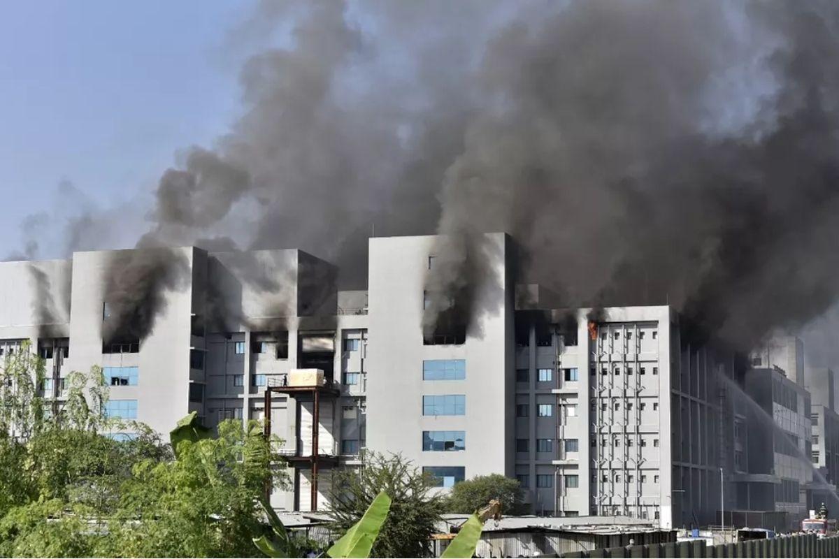 incendio atinge predio em construcao do instituto serum - Incêndio atinge Instituto Serum, fabricante de vacinas contra Covid-19 na Índia e cinco pessoas morrem