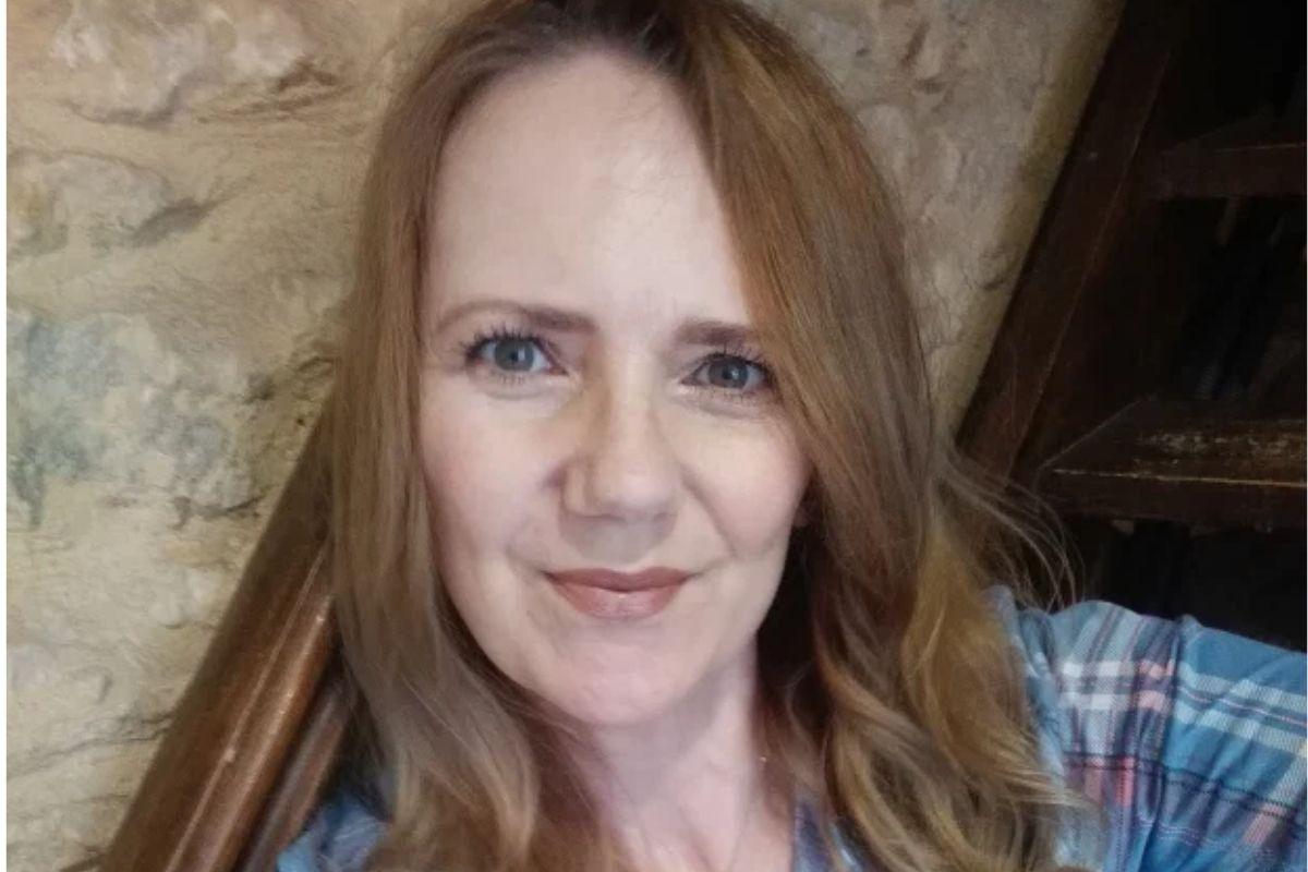 """samantha brick - Escritora critica mães que reclamam das aulas online e rebate: """"Escolas não são babás"""""""
