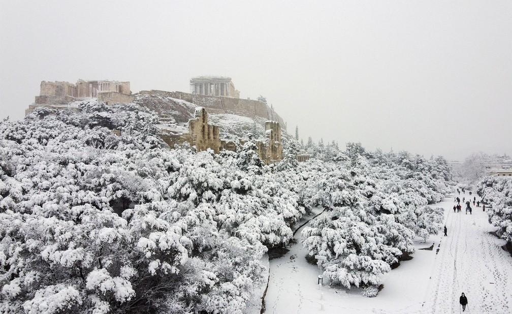 neve grecia10 - Grécia registra maior nevasca em mais de uma década e tem rara cena de Acrópole coberta por neve