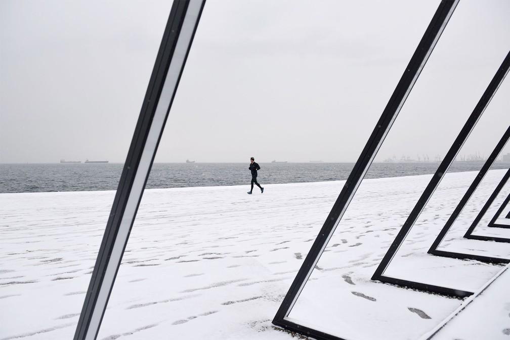 neve grecia4 - Grécia registra maior nevasca em mais de uma década e tem rara cena de Acrópole coberta por neve