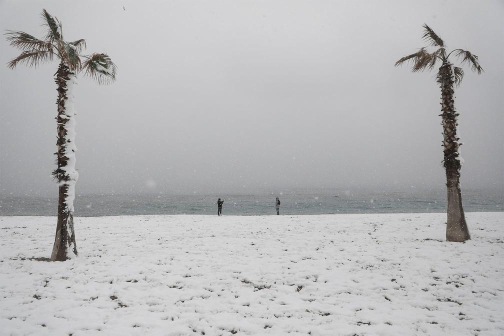 neve grecia8 - Grécia registra maior nevasca em mais de uma década e tem rara cena de Acrópole coberta por neve