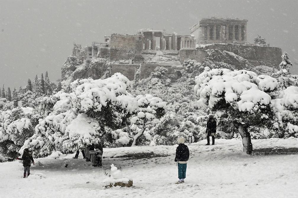neve grecia9 - Grécia registra maior nevasca em mais de uma década e tem rara cena de Acrópole coberta por neve
