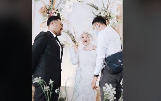 noiva surpreende noivo no altar ao pedir para abracar o ex 15022021141741808 1 - Mulher surpreende noivo no altar ao pedir para abraçar o ex