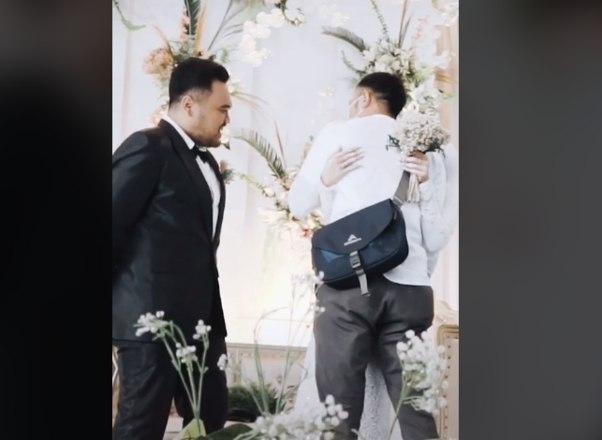 noiva surpreende noivo no altar ao pedir para abracar o ex 15022021141743148 - Mulher surpreende noivo no altar ao pedir para abraçar o ex