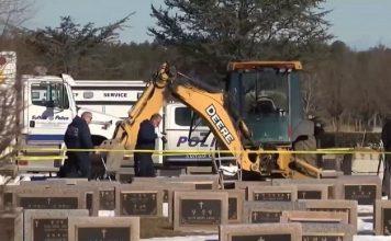 um trabalhador de cemiterio morreu ao ser atingido por um tumulo no washington memorial park no condado de suffolk em nova york 1614342468512 v2 900x506 356x220 - Inicio