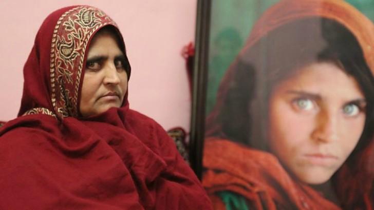 chica ojos verdes 1 - A garota afegã da National Geographic: uma reflexão sobre as mudanças no Afeganistão